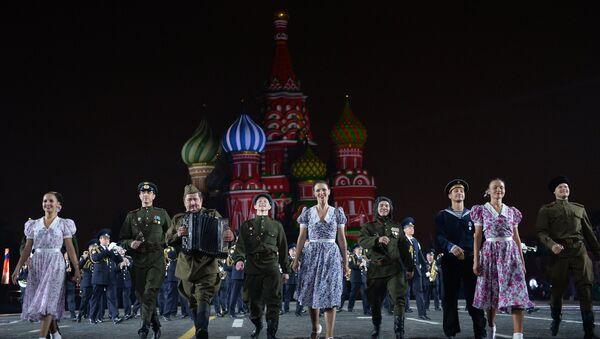Il coro dell'Armata Rossa durante un'esibizione sulla Piazza Rossa - Sputnik Italia