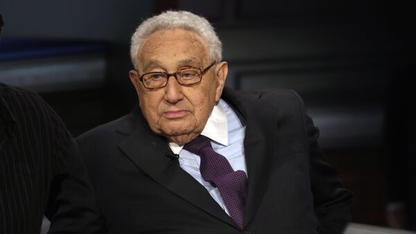 Former U.S. Secretary of State Henry Kissinger is interviewed by Neil Cavuto on his Cavuto Coast to Coast program, on the Fox Business Network, in New York, Friday, June 5, 2015 - Sputnik Italia