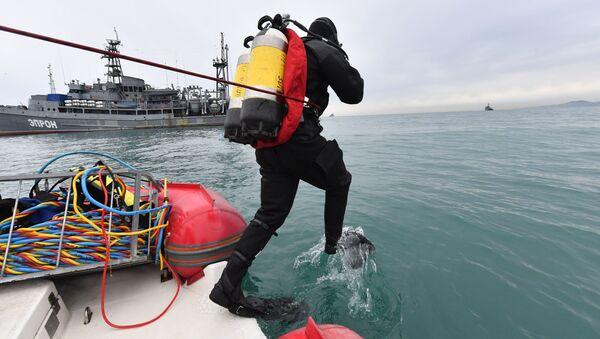 Le squadre speciali del Ministero delle Emergenze russo hanno iniziato le operazioni di recupero dei resti del TU-154 precipitato nel Mar Nero il 25 dicembre. - Sputnik Italia