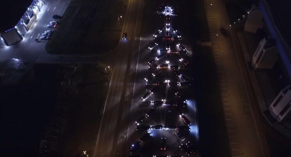 L'albero di Natale a Kaliningrad è fatto di auto