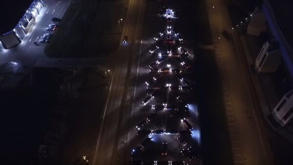 L'albero di Natale a Kaliningrad è fatto di auto - Sputnik Italia