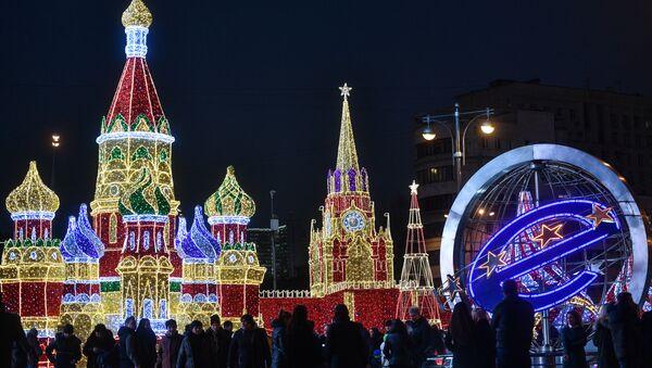 Una luminaria natalizia del centro commerciale Europa di Mosca - Sputnik Italia