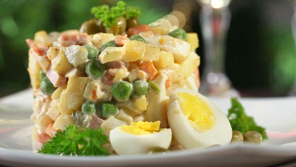 Russian traditional salad Olivier - Sputnik Italia