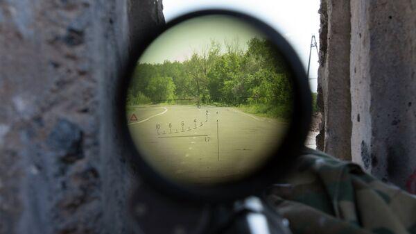 Mirino di un fucile da cecchino - Sputnik Italia