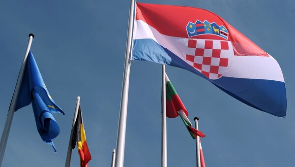 Croatian flag is raised during a ceremony for Croatia's accession to the European Union on July 01, 2013, in the European Parliament in Strasbourg, eastern France - Sputnik Italia