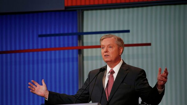 Republican presidential candidate and U.S. Senator Lindsey Graham responds to a question at a Fox-sponsored forum for lower polling candidates held before the first official Republican presidential candidates debate of the 2016 U.S. presidential campaign in Cleveland, Ohio, August 6, 2015 - Sputnik Italia