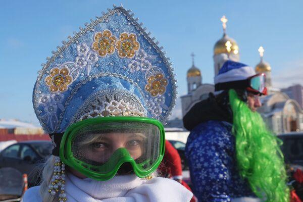 Una Fanciulla di Neve-motociclista a Samara, Russia. - Sputnik Italia