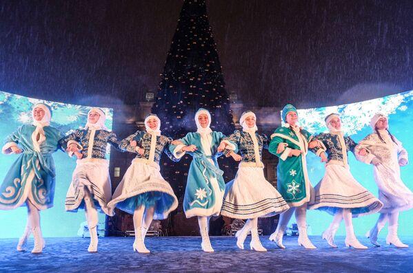 Le Fanciulle di Neve russe ballano a Samara. - Sputnik Italia