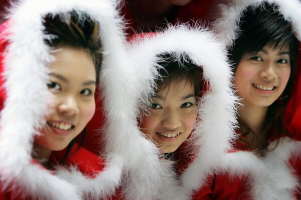 Le ballerine vestite da Babbo Natale a Hong Kong, Cina. - Sputnik Italia