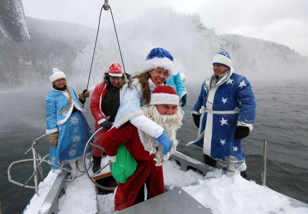 I membri del Skipper yacht club nei pressi di Krasnoyarsk, Siberia. - Sputnik Italia