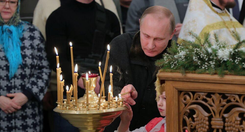 Presidente russo Vladimir Putin durante la messa di Natale nella regione di Novgorod.
