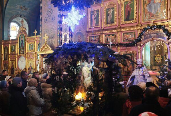 Cristiani ortodossi alla messa di Natale a Sinferopoli. - Sputnik Italia