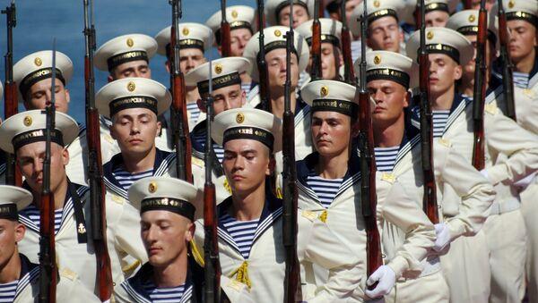 Sailors of Russian Black Sea Fleet march during Navy Day celebrations in Sevastopol - Sputnik Italia