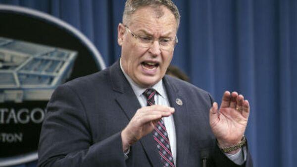 Заместитель министра обороны США Роберт Уорк выступает в Пентагоне - Sputnik Italia