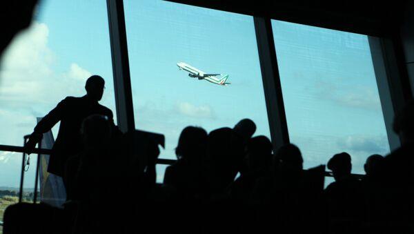 Aereo Alitalia in decollo dall'Aeroporto Leonardo da Vinci di Roma. - Sputnik Italia