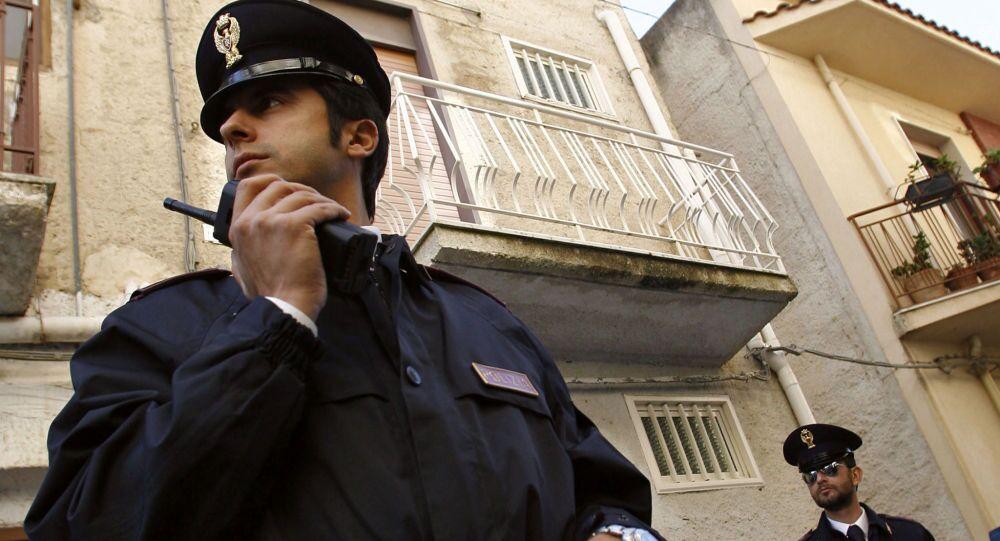 A Napoli l'uomo si è arreso dopo avere  minacciato di farsi esplodere con il gas