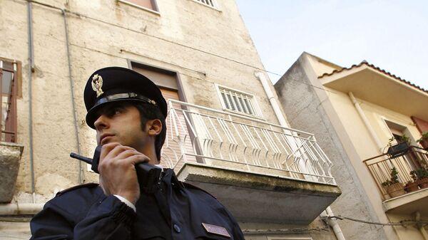 Итальянский полицейски в оцеплении у дома члена мафии Коза Ностра - Sputnik Italia