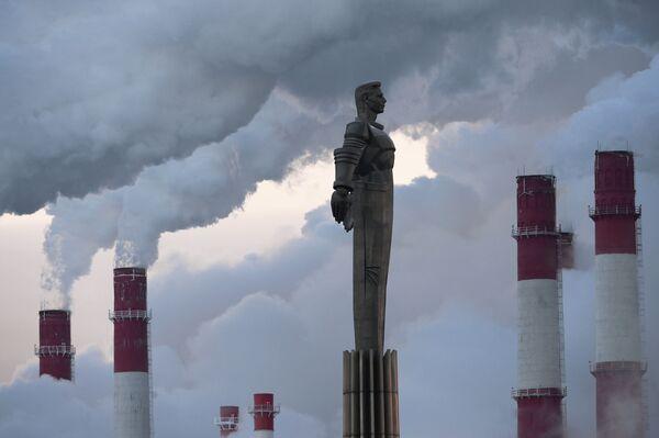 Il monumento al cosmonauta russo Yuri Gagarin nei giorni di gran freddo a Mosca. - Sputnik Italia