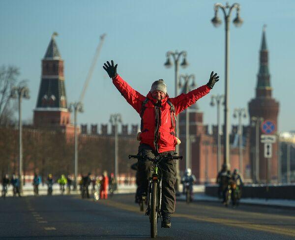 La biciclettata invernale di Mosca - Sputnik Italia