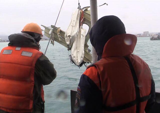 Recupero dei rottami dell'aereo militare russo Tu-154 nel Mar Nero presso Sochi