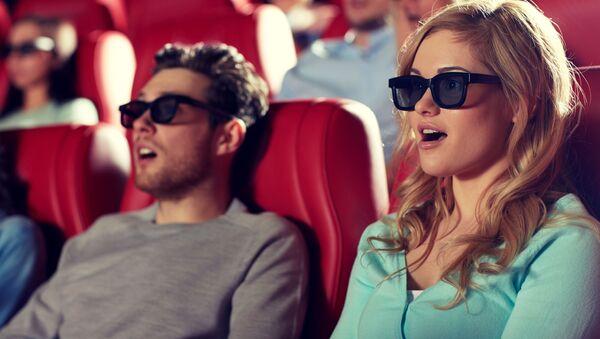 Удивленные люди в кинотеатре - Sputnik Italia