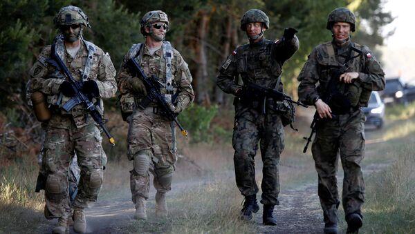 Soldati polacchi e americani durante esercitazione NATO - Sputnik Italia