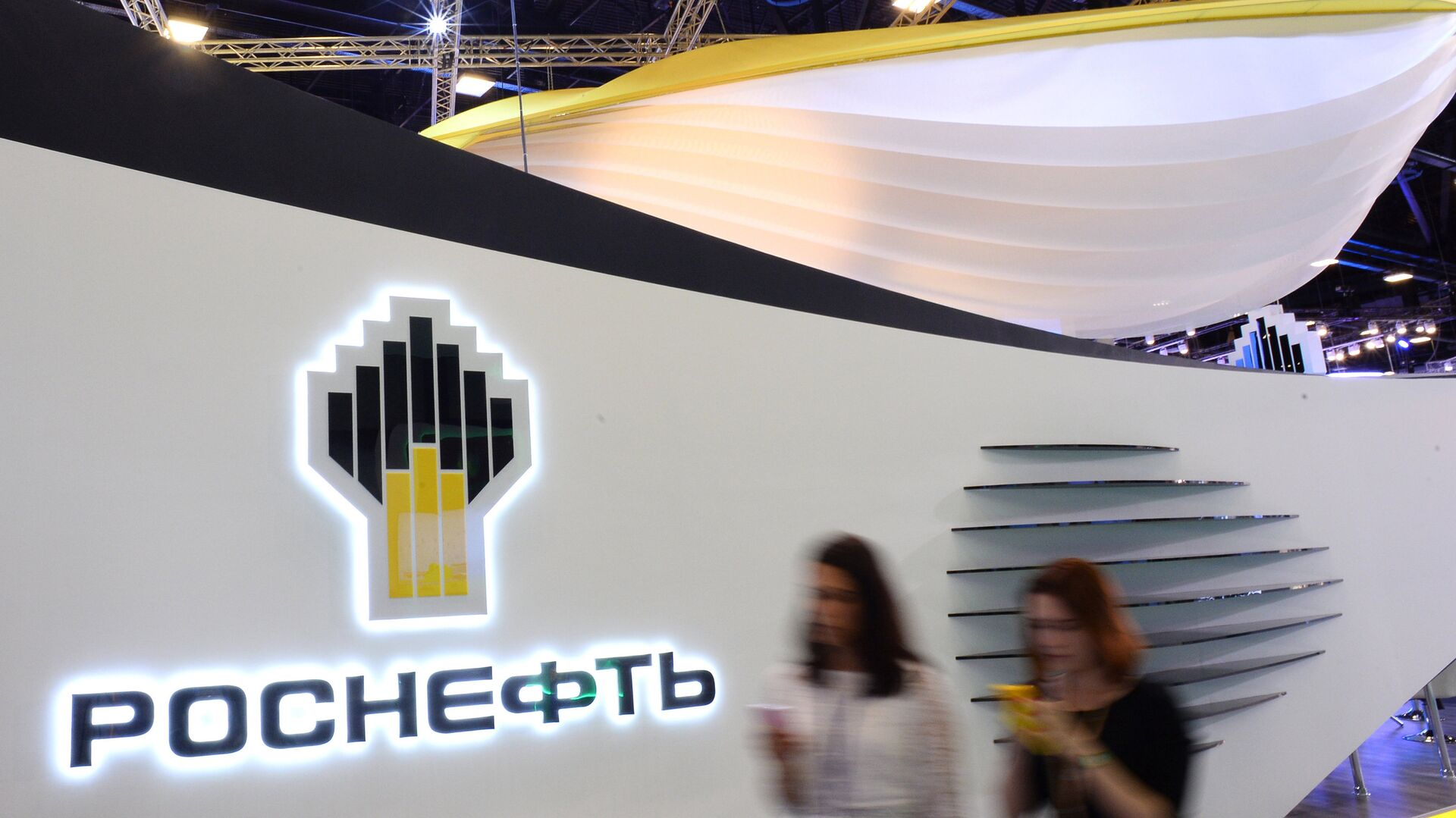 Rosneft stand in the Expoforum exhibition center before the opening of the 20th St. Petersburg International Economic Forum - Sputnik Italia, 1920, 02.09.2021
