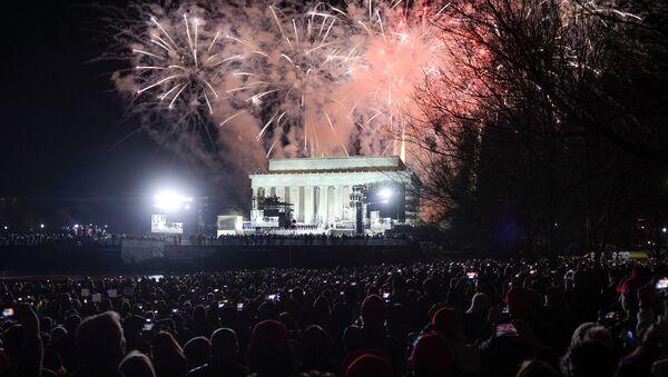 Салют во время концерта, посвященного инаугурации избранного президента США Дональда Трампа, в Вашингтоне - Sputnik Italia