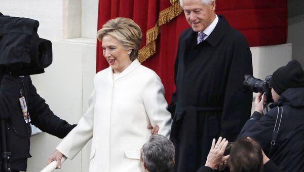 Bill e Hillary Clinton - Sputnik Italia