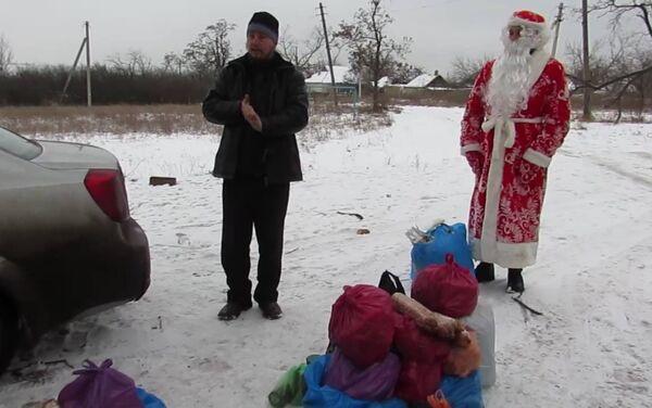 Batyushka («Padre», parroco in russo) Konstantin e bambini - Sputnik Italia