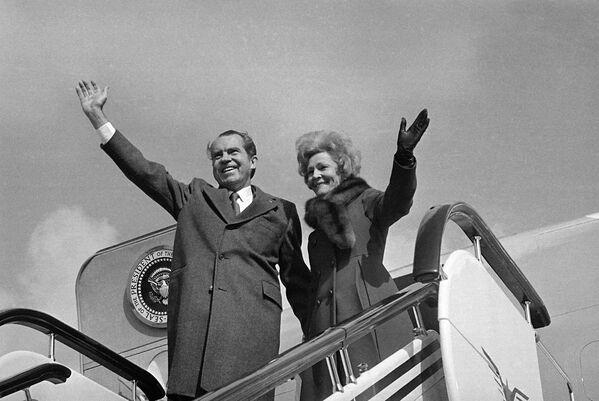 Il presidente Richard Nixon e la first lady Pat Nixon in Cina, il 28 febbraio, 1972. - Sputnik Italia