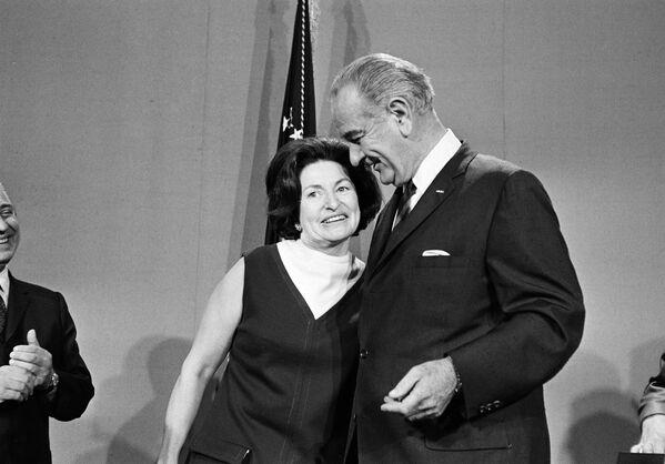 Il presidente Lyndon B. Johnson e sua moglie Lady Bird Johnson, il 16 ottobre, 1968. - Sputnik Italia