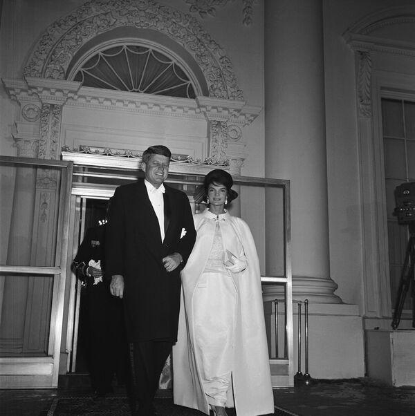 Il presidente John Kennedy e la first lady Jacqueline Kennedy, il 20 gennaio, 1961. - Sputnik Italia