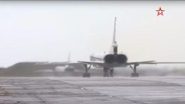 I Tu-22M3 partono per una missione da combattimento - Sputnik Italia