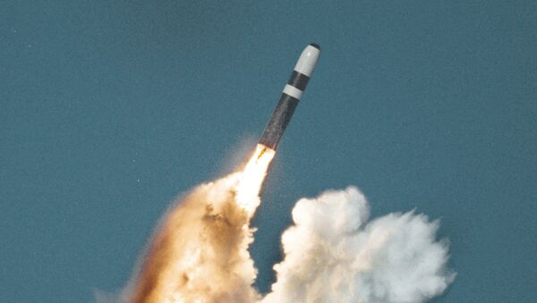 A Trident II nuclear missile underwater launch - Sputnik Italia