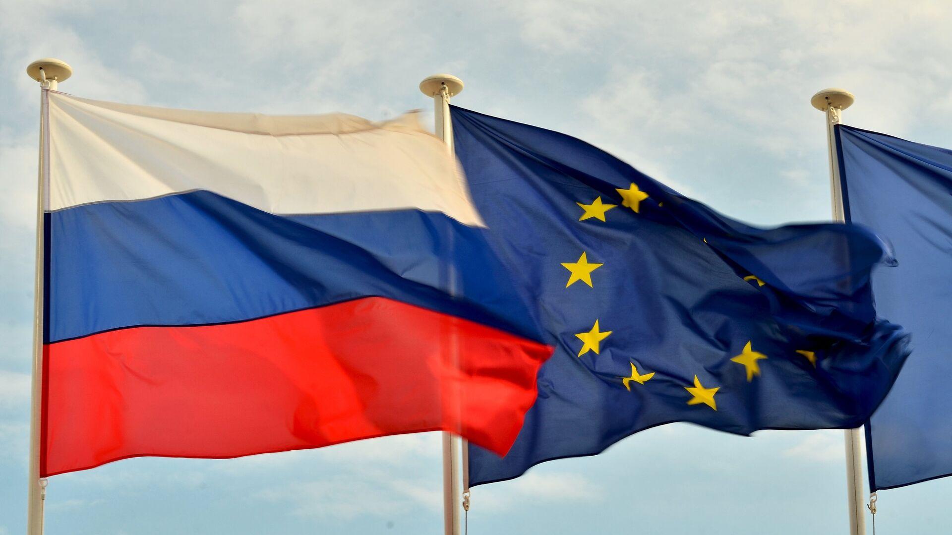 Bandiere della Russia, UE. - Sputnik Italia, 1920, 28.05.2021