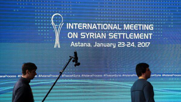 Reporters walk in the media center set for Syria peace talks, in Astana, Kazakhstan, January 23, 2017. - Sputnik Italia
