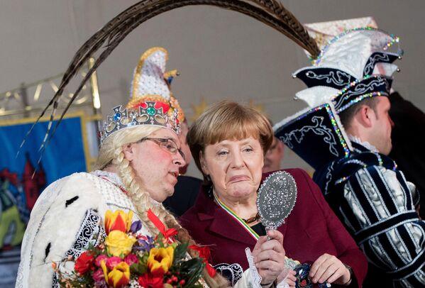 La cancelliera della Germania, Angela Merkel durante una presentazione ad Amburgo. - Sputnik Italia