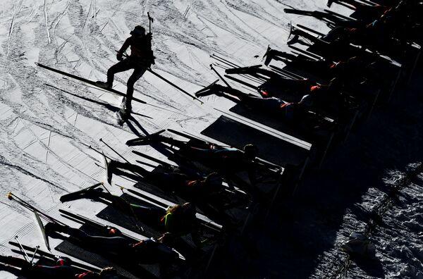 Stafetta donne di biathlon ad Anterselva. - Sputnik Italia
