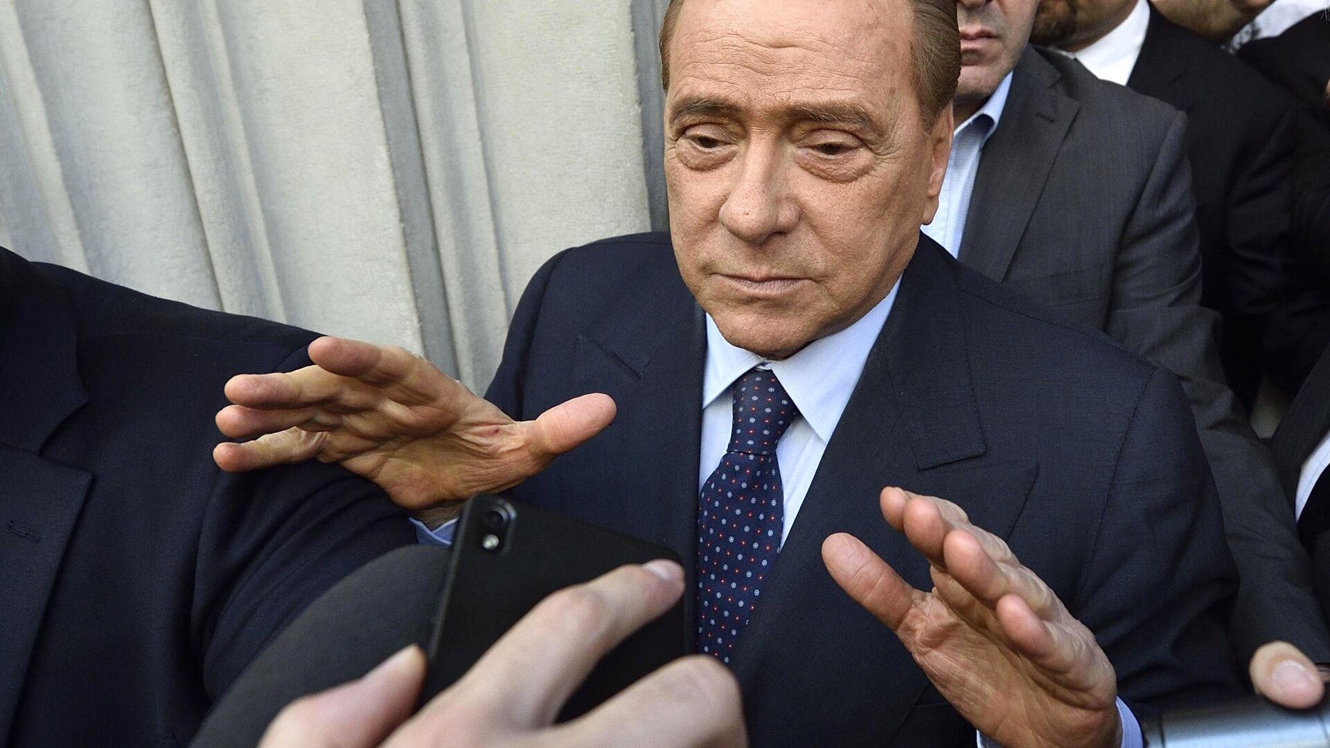 Silvio Berlusconi ha precisato: Ho detto che sono fuori dalla politica intendendo la politica dei professionisti - Sputnik Italia, 1920, 09.07.2021