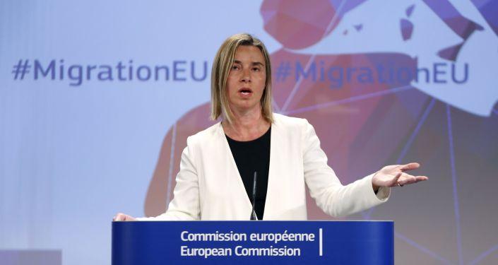 """È stata raggiunta la decisione per l'operazione navale contro i contrabbandieri e i trafficanti di esseri umani nel Mediterraneo"""", - ha comunicato il capo della diplomazia europea Federica Mogherini"""