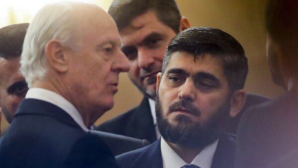 U.N. Special Envoy for Syria Staffan de Mistura, left, speaks to head of Syrian opposition delegation Mohammed Alloush, right, prior to talks on Syrian peace at a hotel hall in Astana, Kazakhstan, Monday, Jan. 23, 2017. - Sputnik Italia