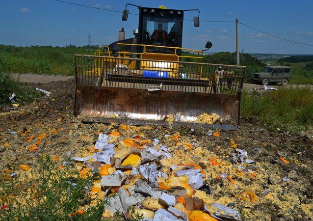 Distruzione di formaggi sotto embargo