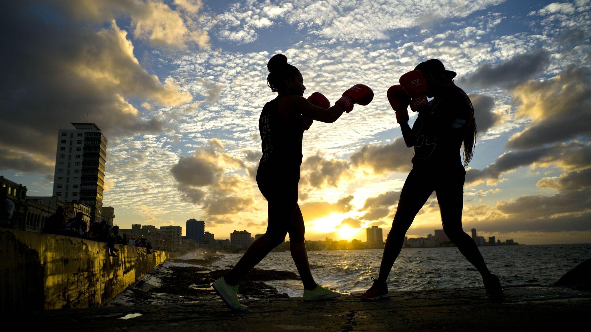 Женский бокс на побережье в Гаване, Куба - Sputnik Italia, 1920, 12.09.2021