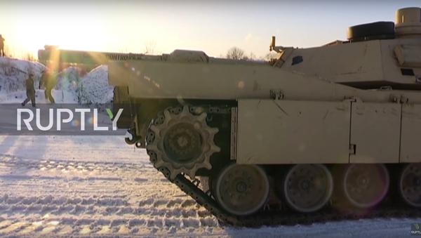 Carri armati e blindati americani sono arrivati alla base militare di Tapa in Estonia - Sputnik Italia