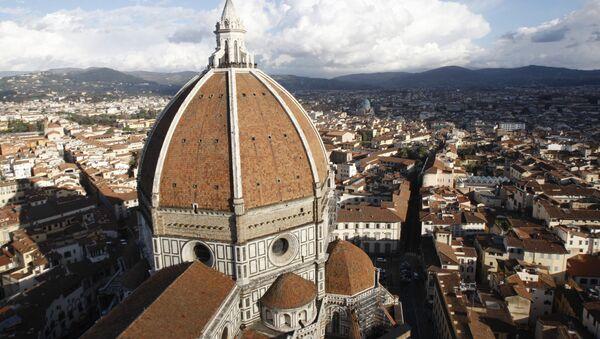 Вид сверху на Дуомо во Флоренции - Sputnik Italia