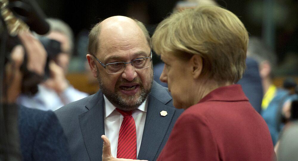 Martin Schulz ed Angela Merkel (foto d'archivio)