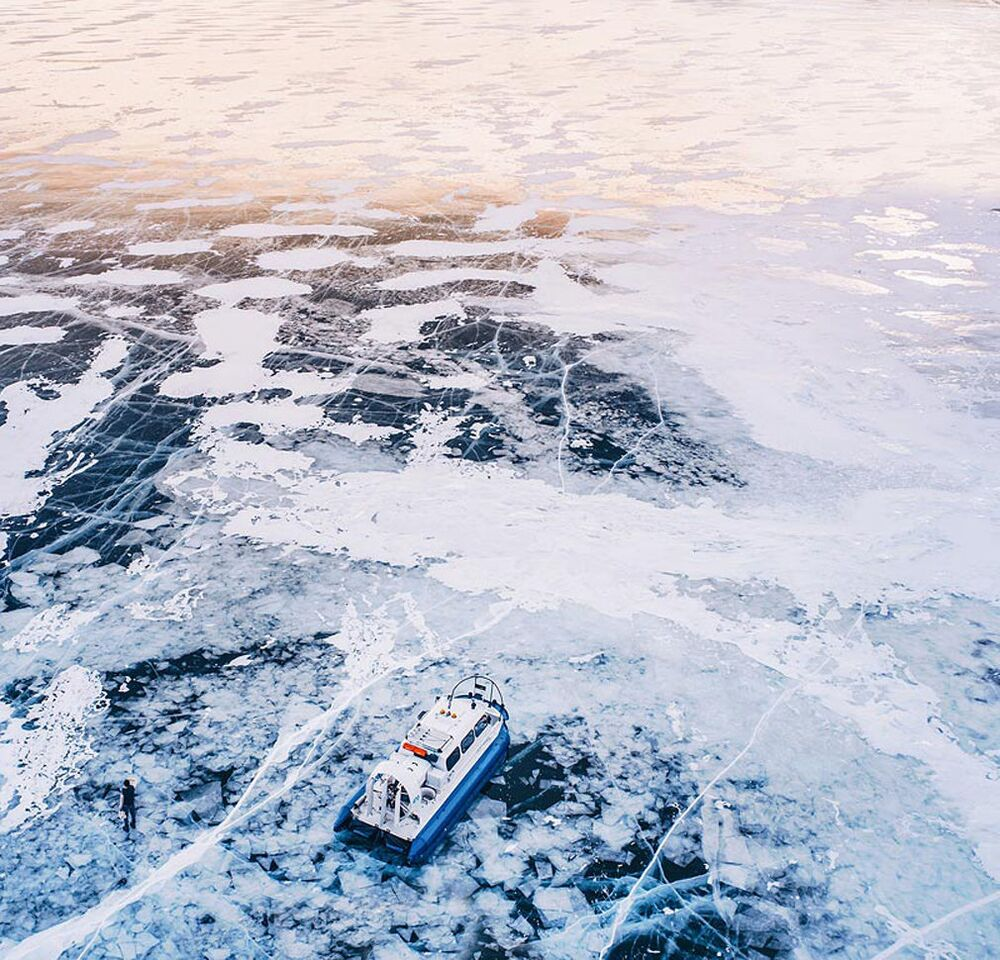 Il lago Bajkal ghiacciato