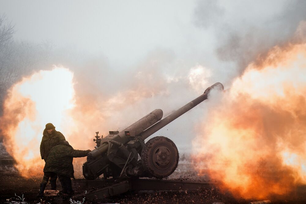 Un miliziano della Repubblica popolare di Donetsk nei pressi di Debaltsevo nella regione di Donetsk.