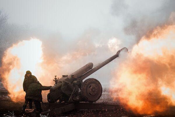 Un miliziano della Repubblica popolare di Donetsk nei pressi di Debaltsevo nella regione di Donetsk. - Sputnik Italia